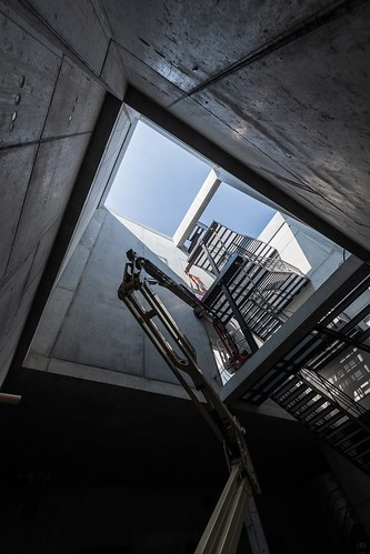 Fernwärmezentrale Lukasmühle: Treppe und Energiespeicher