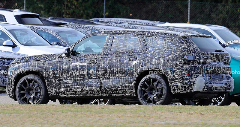 bmw-x8-spy-shots-rear-corner