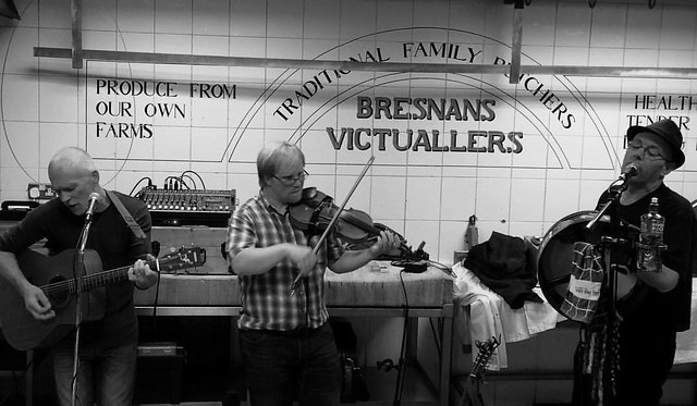 Irish trad music in a butcher's stall in Cork's English Market for Culture Night 2015. #culturenight #englishmarketcork #englishmarket #culturenightcork #culturenight2015 #corkcity #corkwalkies