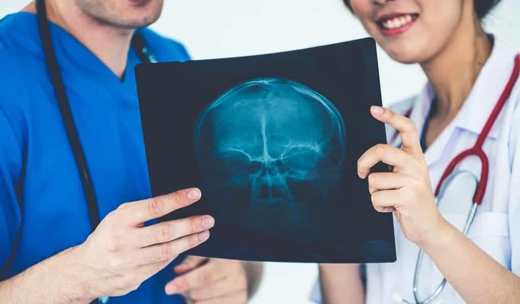 un-implan-en-biocéramique-induit-une-repousse-crânienne
