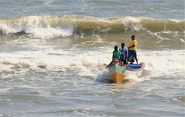 Tamil Nadu - Mamallapuram - Arrival at Fisherman Colony Beach