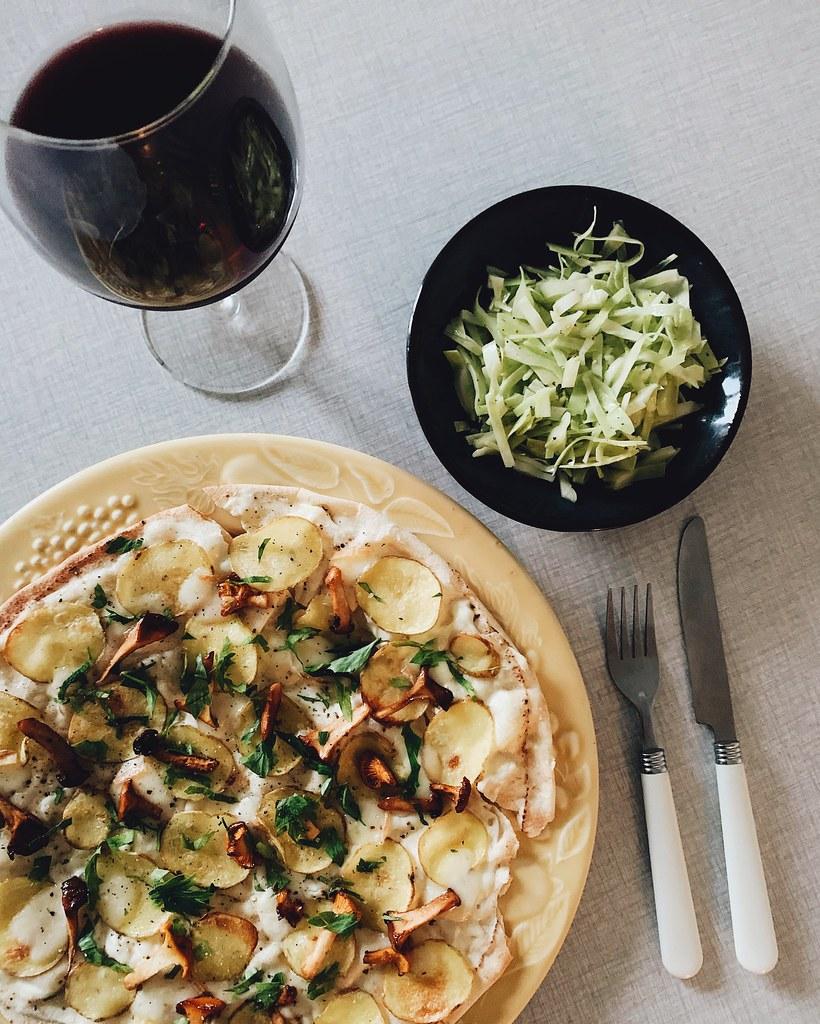 pizza med potatis, kantareller och taleggio