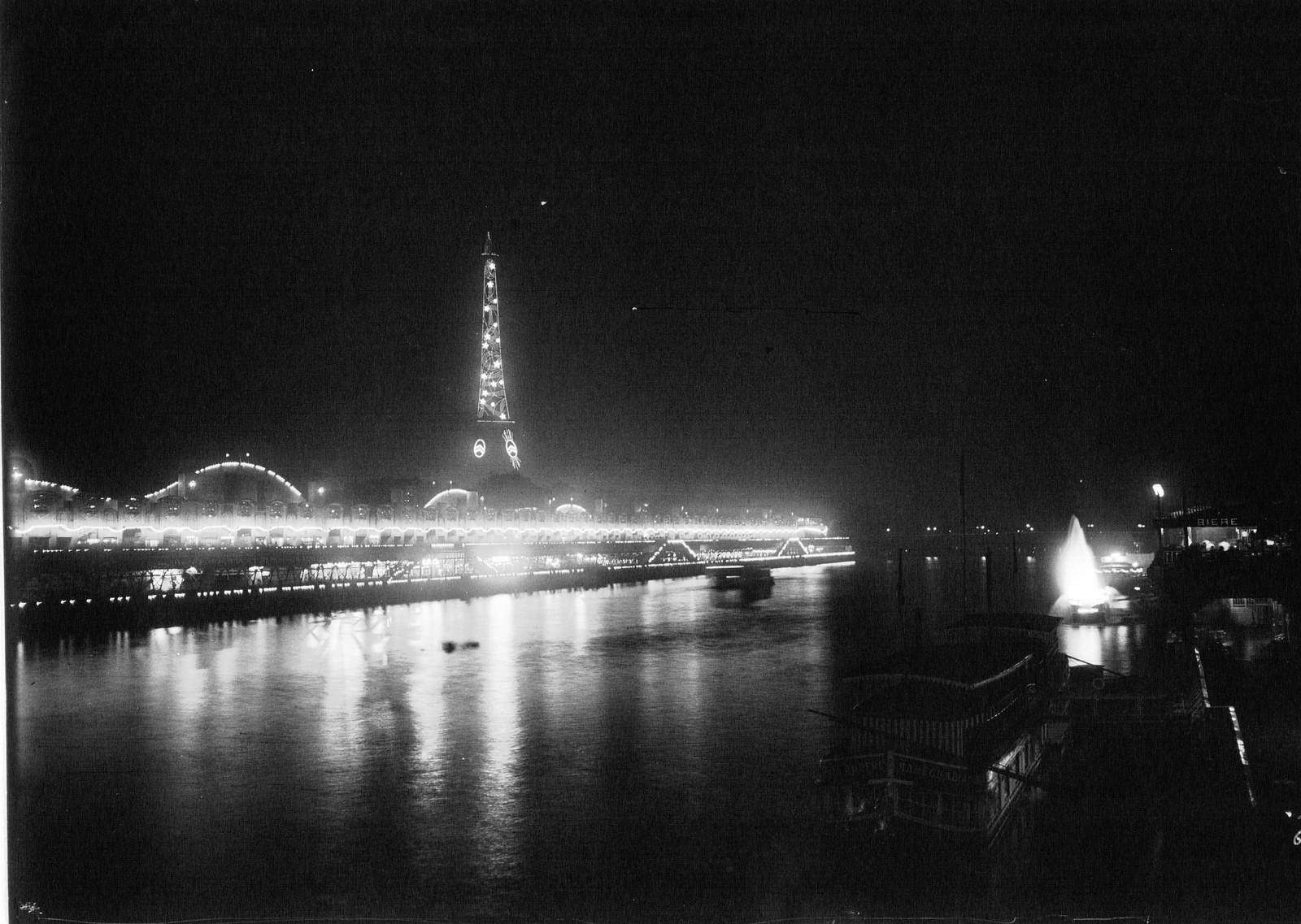 11. 1925. Эйфелева башня освещена рекламой Ситроен