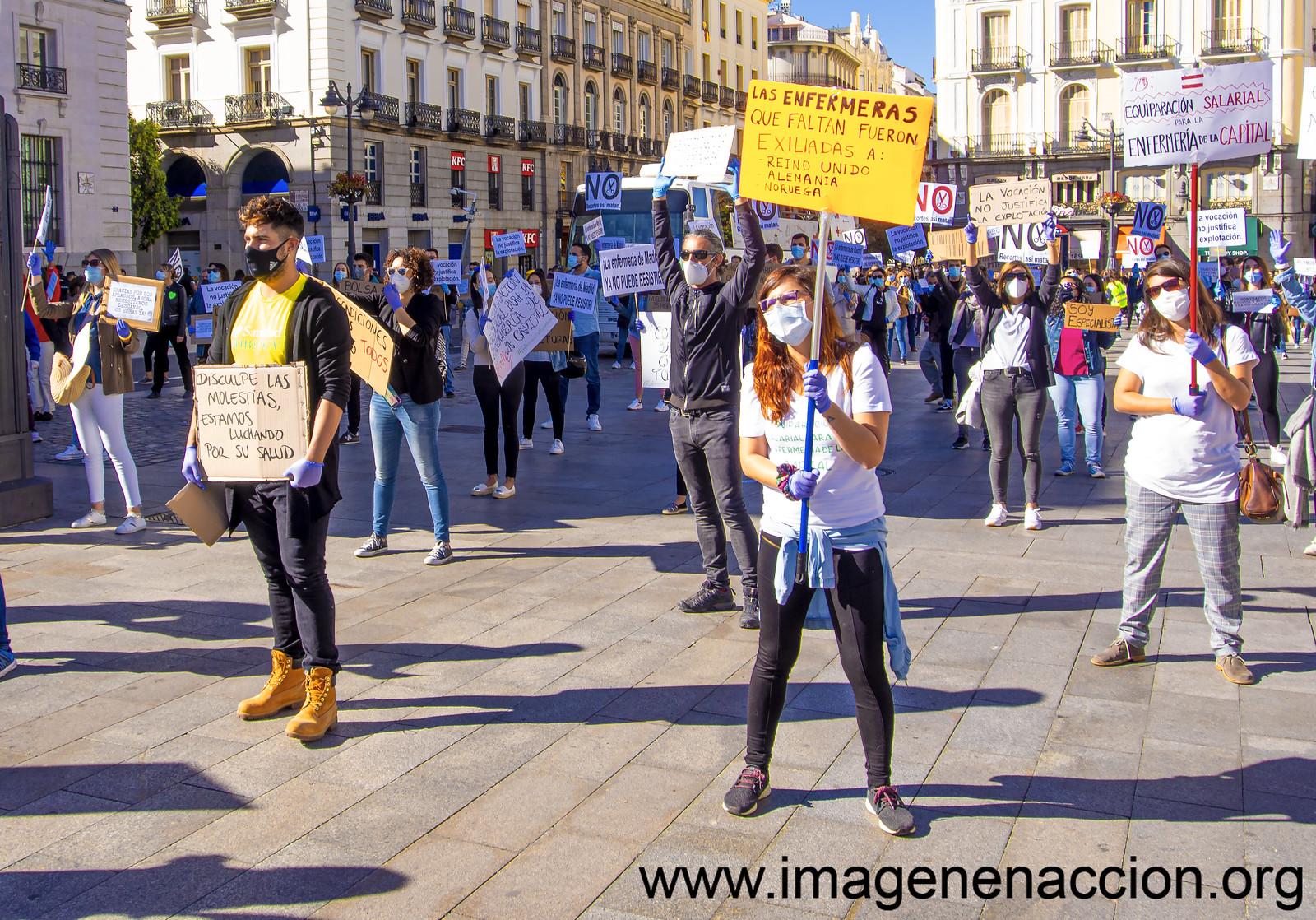 Imagen en Acción Concentración de profesionales de enfermería en la Puerta del Sol