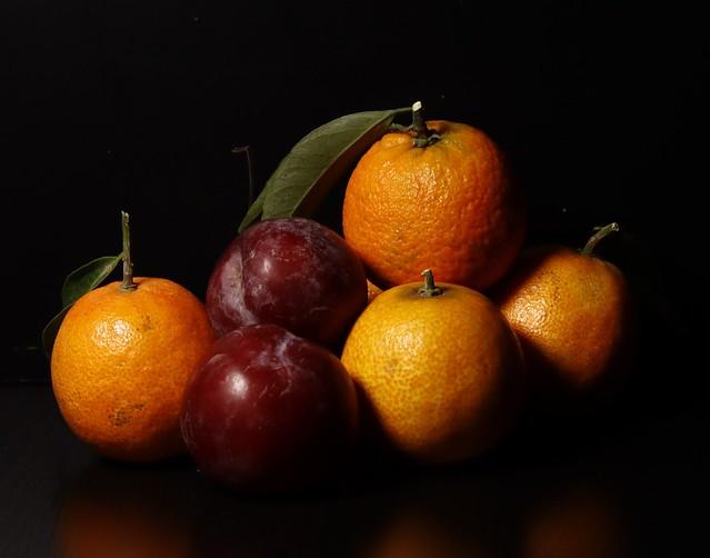Ciruelas y mandarinas