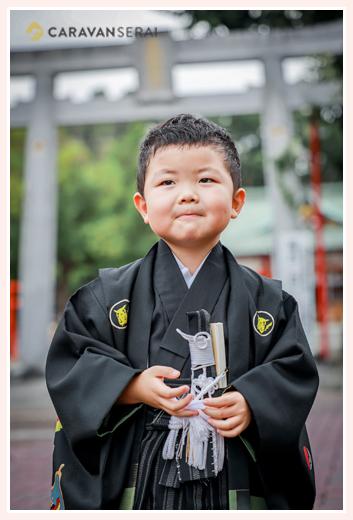 七五三 紋付き袴の和装の男の子