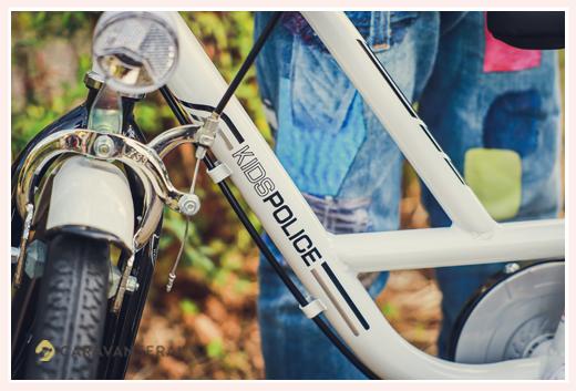 公園で家族写真のロケーション撮影 子供用自転車