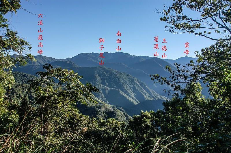 新望嶺東南稜(1417m)東北眺群山 1-1