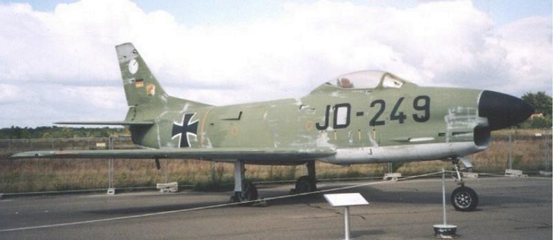 Severnoamerička F-86K sablja