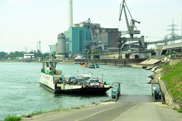 Oktober 2020 ... Von Mannheim mit der Rheinfähre nach Altrip (Alta Ripa)_1...Brigitte Stolle