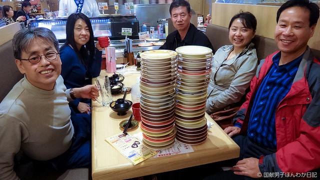 回転寿司もやがて「高級料亭」? 親友の中国人調査隊員らと新大阪駅にて