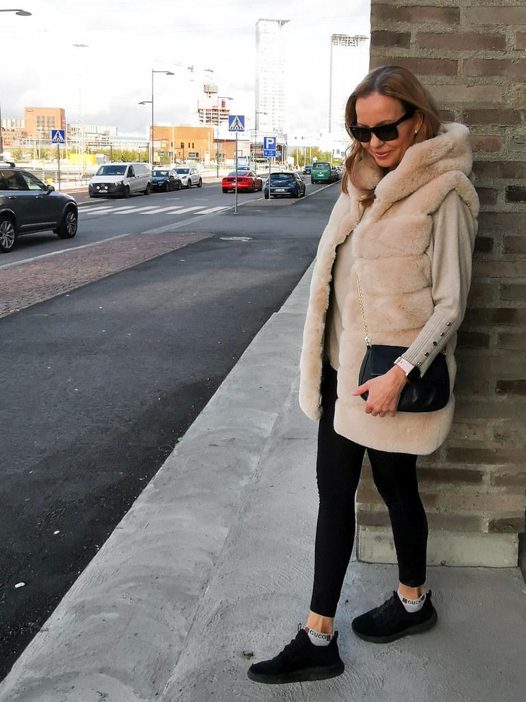 My italian Fake Fur Vest, Businesswoman