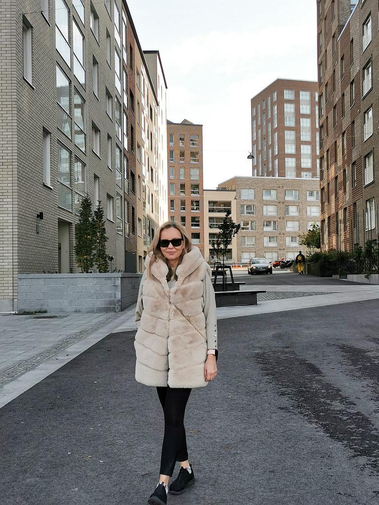 My Italian Fake Fur Vest, Business Woman