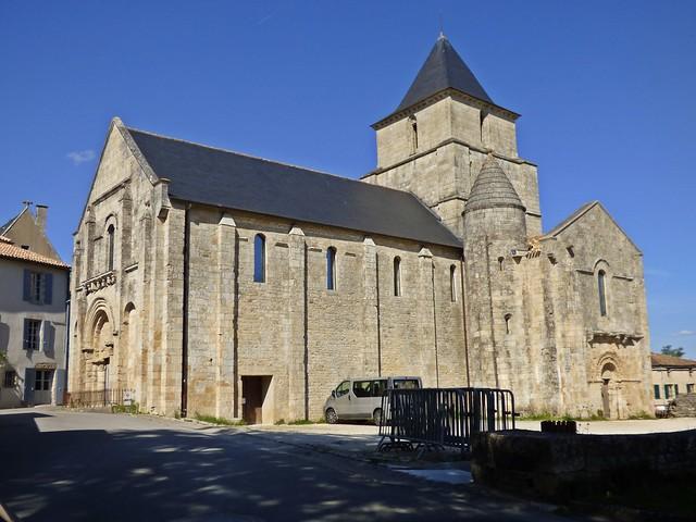 Eglise Saint-Savinien...Melle