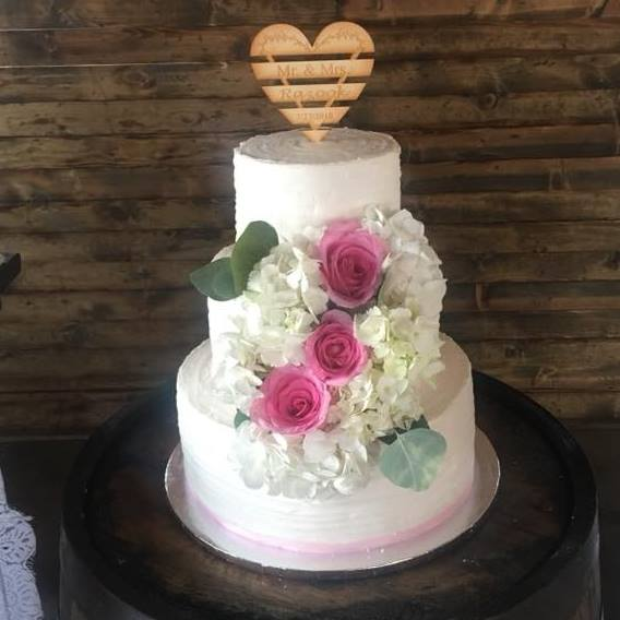 Cake by Buttercream Kisses