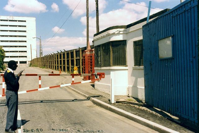 North Woolwich Rd, Silvertown, Newham, 1990 TQ4180-001