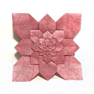 Something simple but elegant. Hydrangea tessellation by Shuzo Fujimoto and a variation #origami #origamiart #origamiartist #paperfolding #foldingpaper #tessellations #tessellation #pattern #hydrangea #flowers