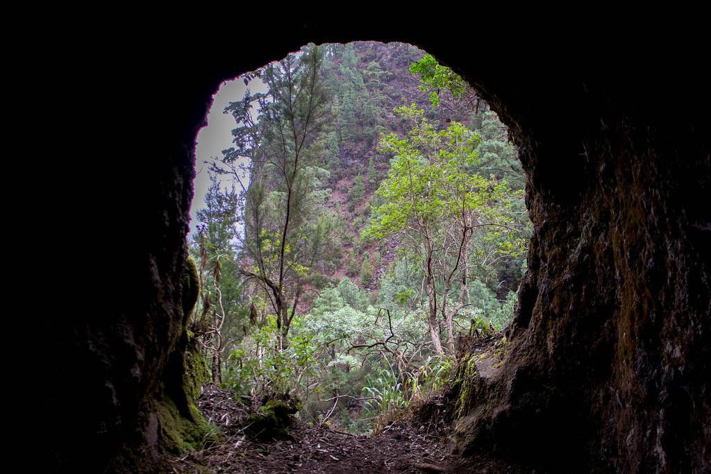 Ventana en uno de los túneles de los Nacientes de Marcos y Cordero