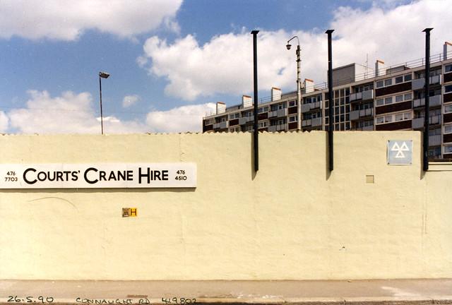 Courts Crane Hire, Connaught Rd, Silvertown, Newham, 1990 TQ4180-002
