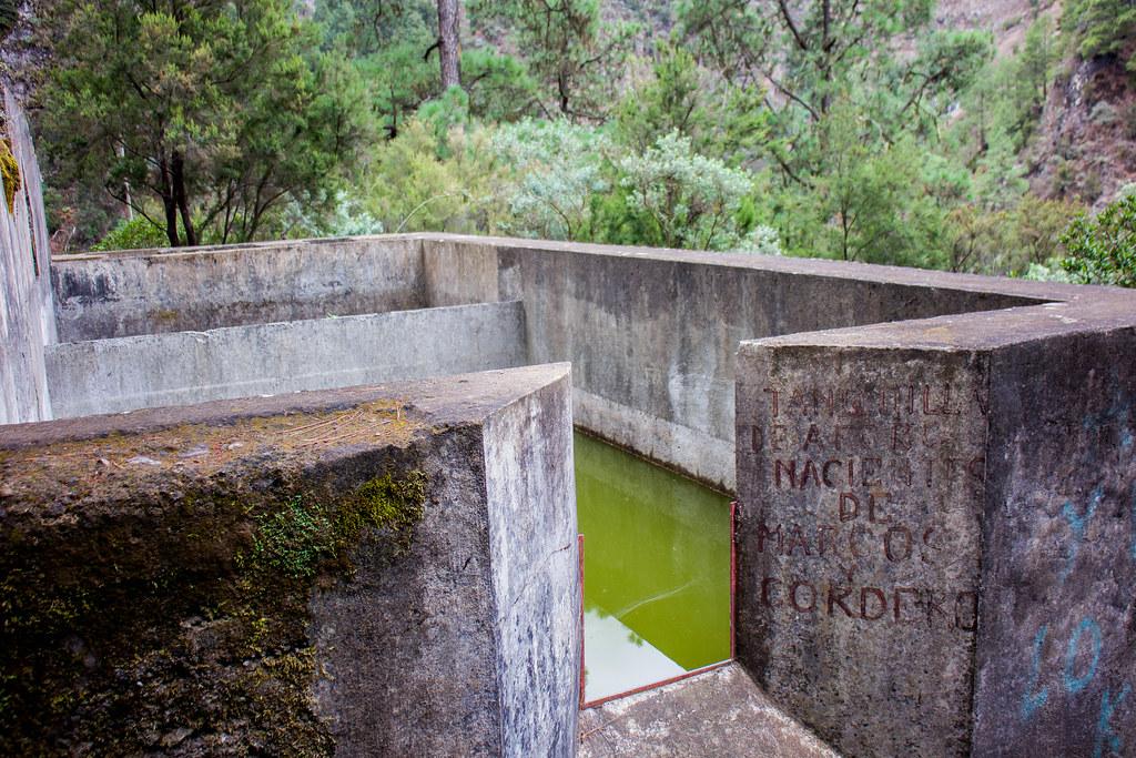 Estanque de agua en el sendero de Marcos y Cordero