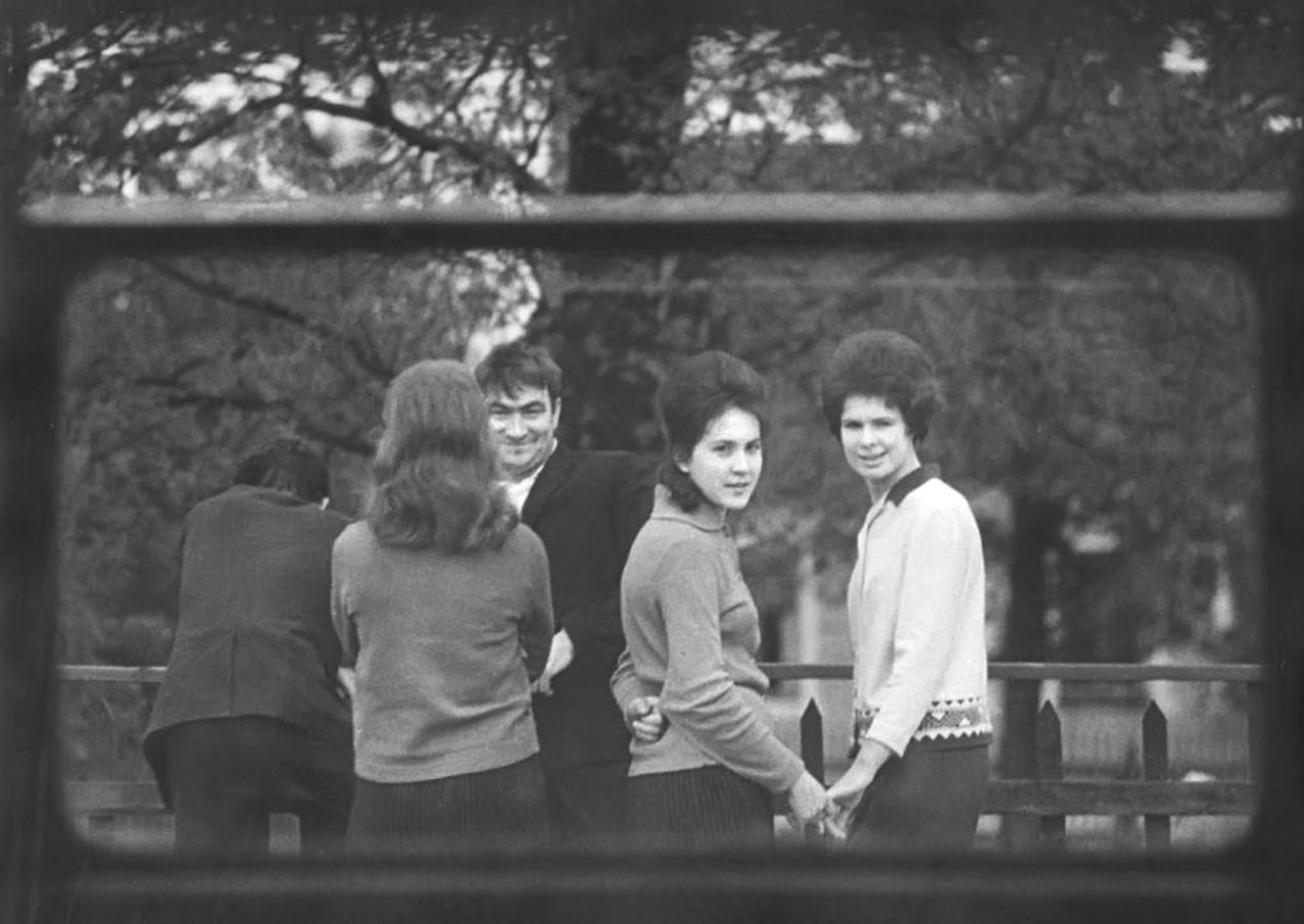 1968. На пригородной платформе