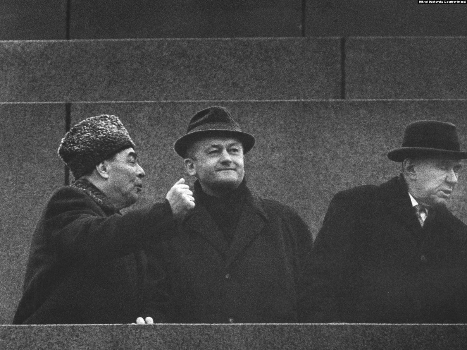 1965. Л.И.Брежнев на трибуне. 07.11.