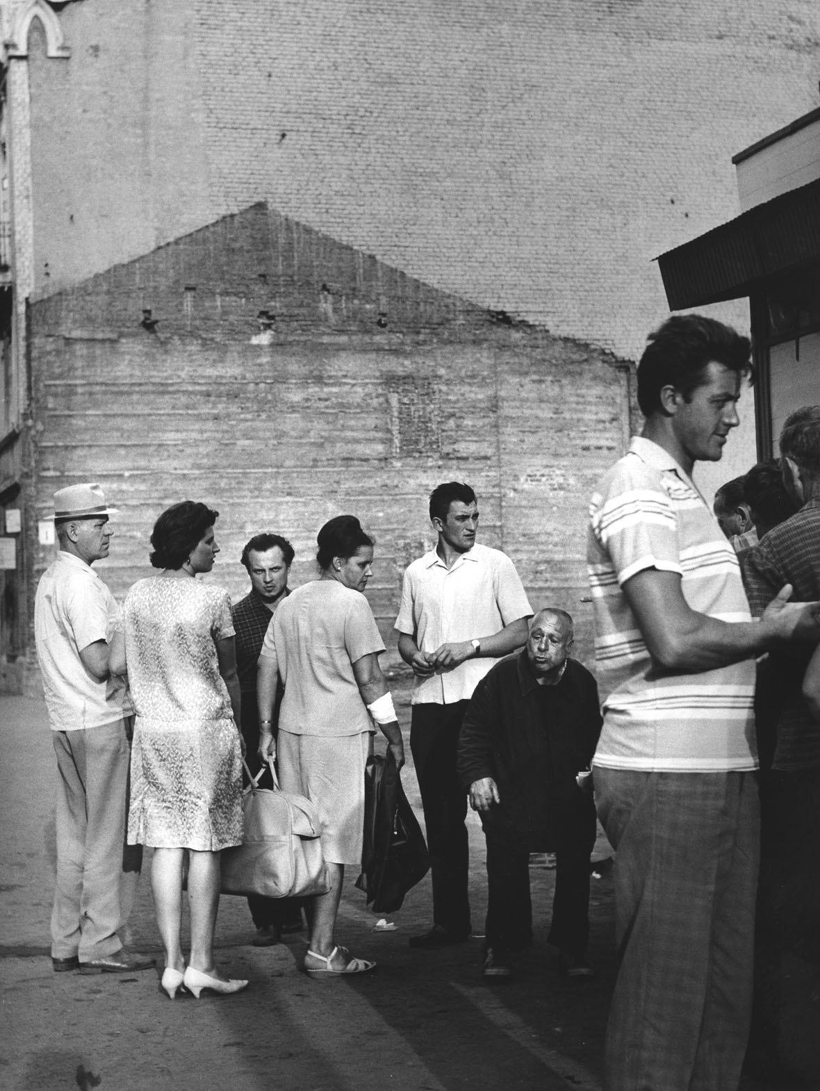 1963. За квасом. Таганская улица