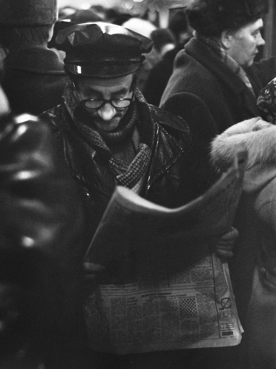 1960-е. Читающий народ (в метро)
