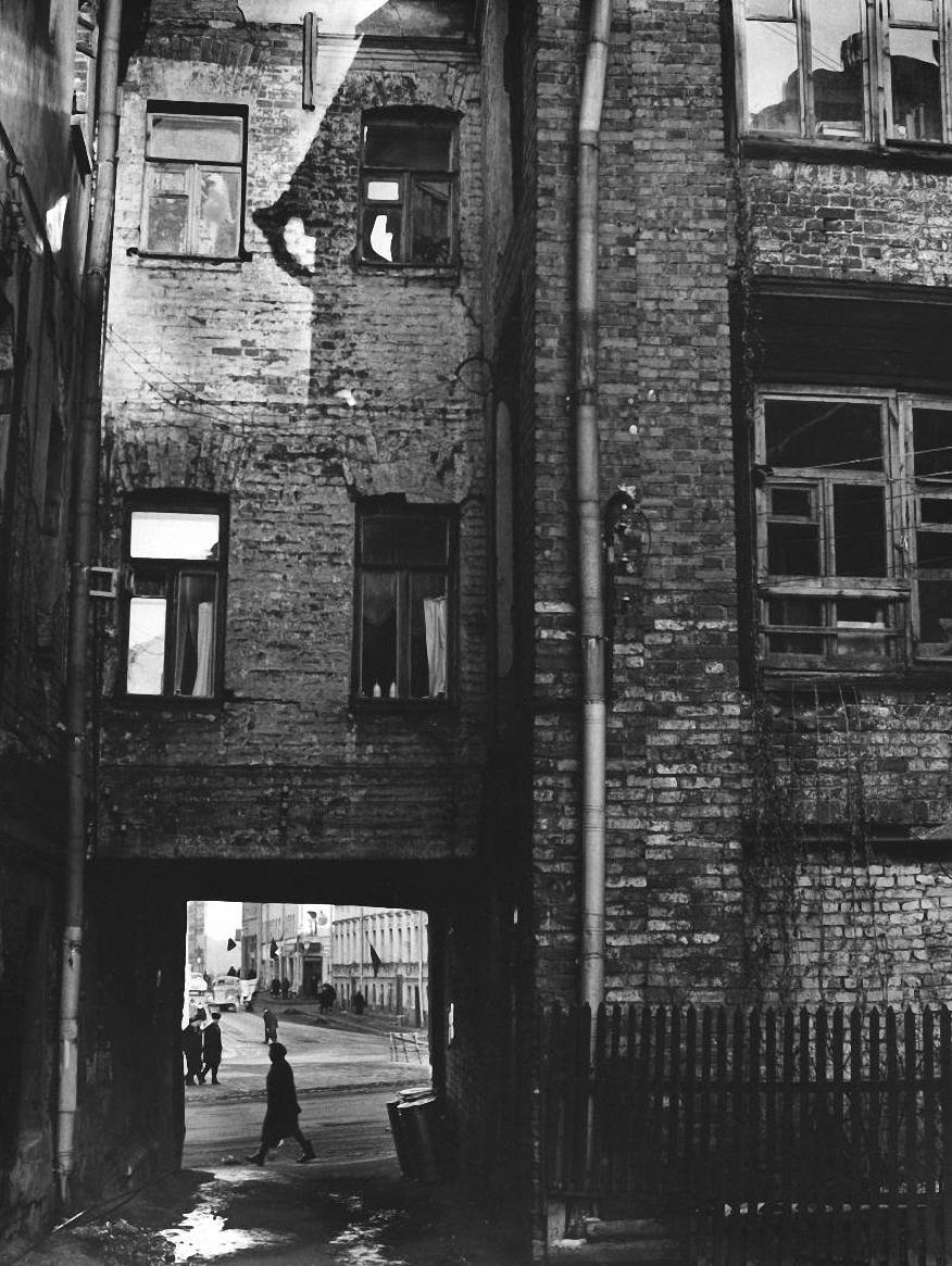 1964. Двор на Трубной площади