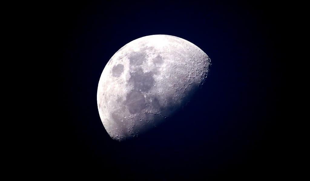 La lune a protégé l'atmosphère de la Terre du Soleil