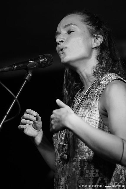 Pilmaiquén: vocals, guitar