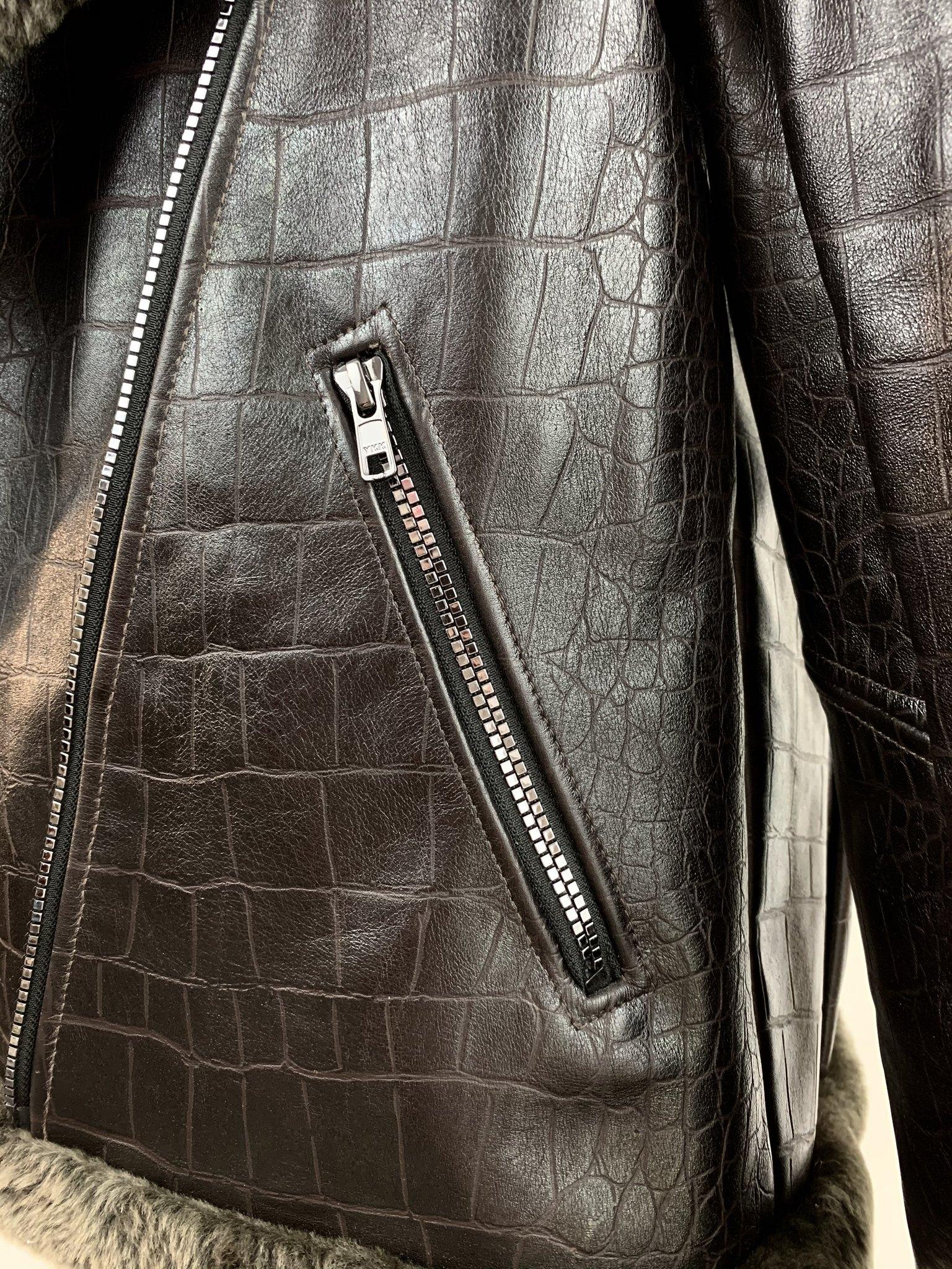 Shearling jacket pocket details