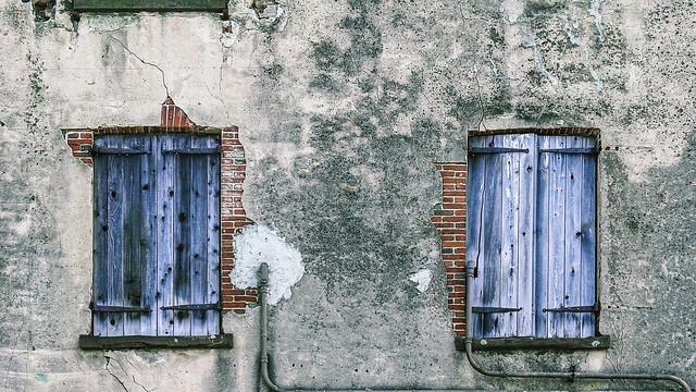 Savannah Georgia / old facade / windows