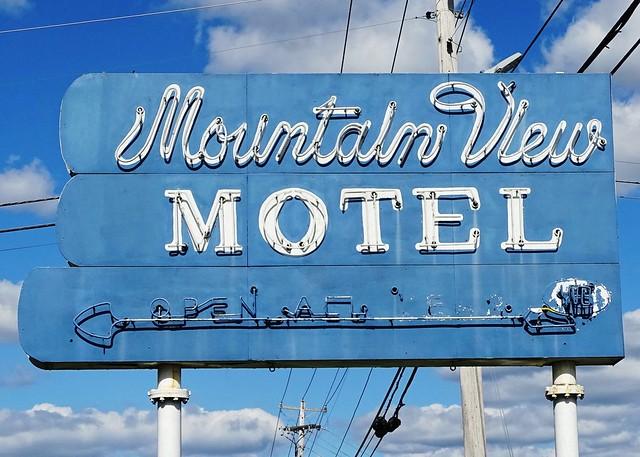 TN, Maryville-U.S. 411 Mountain View Motel Neon Sign