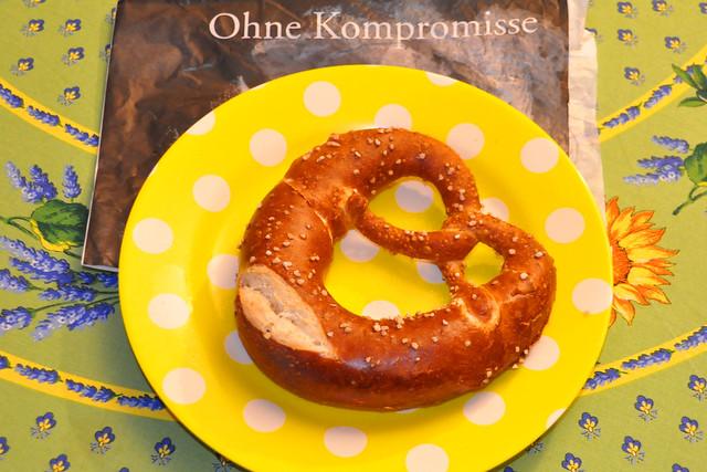 Oktober 2020 ... Brot und Brezeln vom Bäcker ... Brigitte Stolle