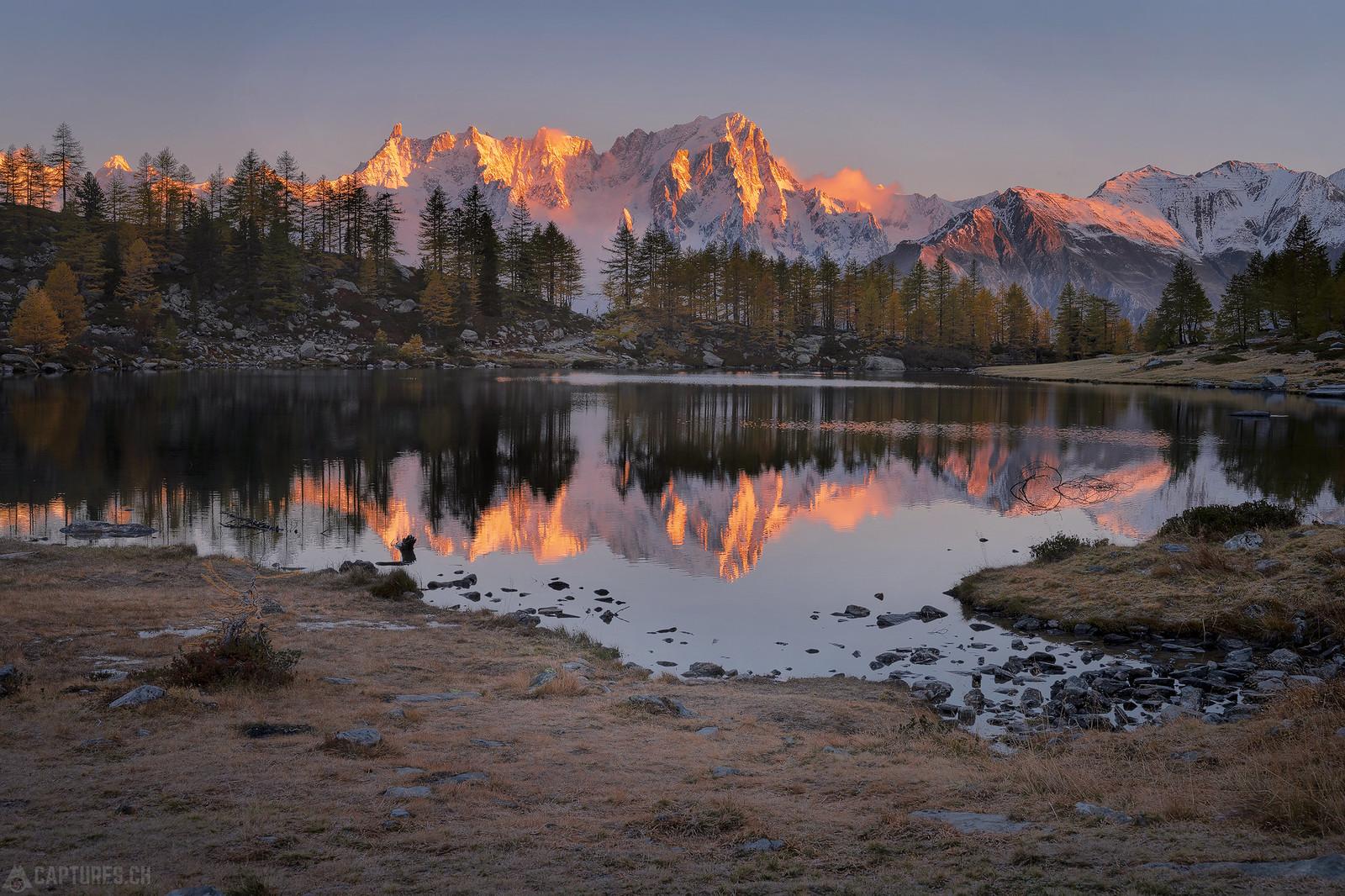Red peaks - Lago d'Arpy
