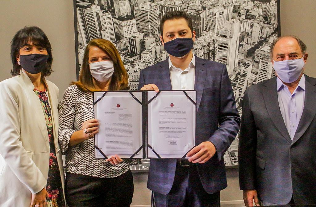 Marco Vinholi, secretário de Desenvolvimento Regional assinou um termo de cooperação técnica com a ACT Promoção da Saúde