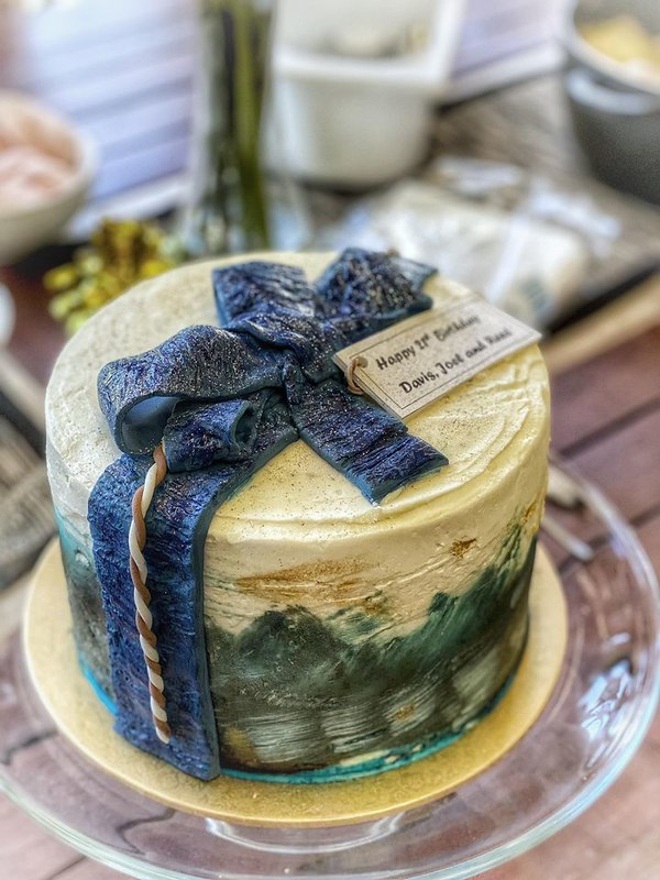 Cute Vegan Chocolate Cake by Sue's Cake Baking
