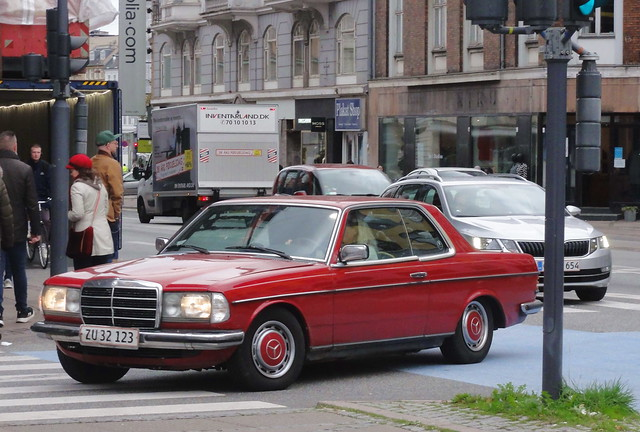 Smart 1982 Mercedes 230CE ZU32123 still on the roads of Denmark