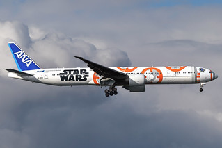 ANA ALL NIPPON AIRWAYS JA789A (STAR WARS BB-8 LIVERY) B777-381ER EGLL 15/10/20