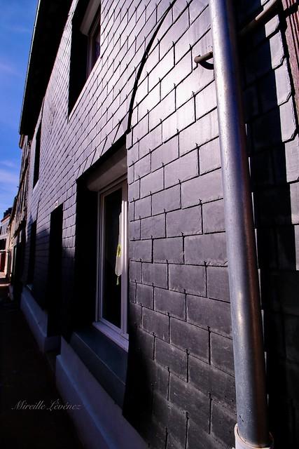Une façade en ardoise - A slate facade in Honfleur
