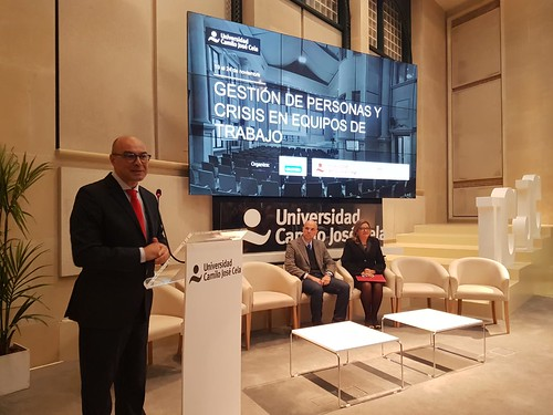 Jorge Santiago Barnés en la apertura del curso en Gestión de Personas y Crisis en Equipos de Trabajo