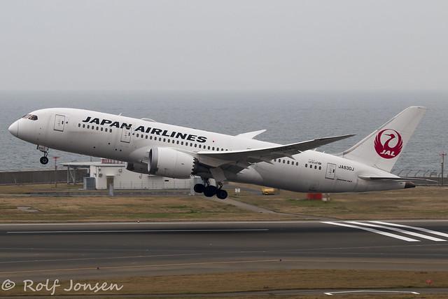 JA830J Boeing 787-8 Japan Airlines Nagoya Centrair Airport RJGG 06.04-20