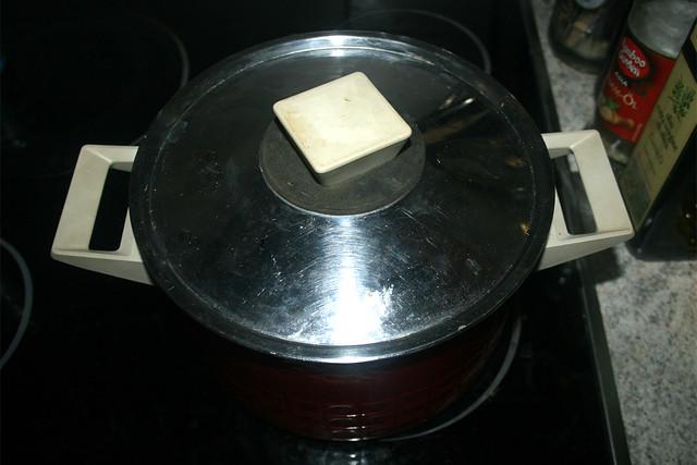10 - Cook noodles closed / Nudeln geschlossen garen