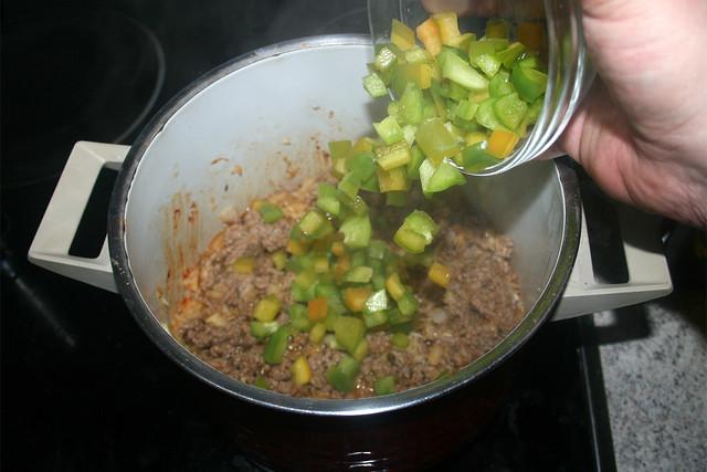 03 - Add diced bell pepper / Gewürfelte Paprika hinzufügen