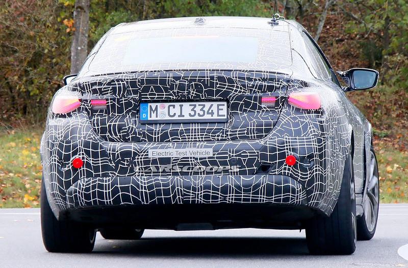2022-BMW-i4-M-10