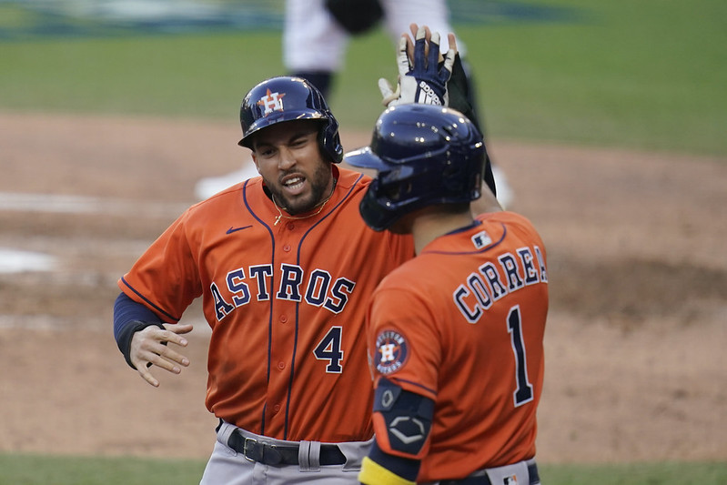 George Springer(左)與Carlos Correa(右)慶祝得分。(達志影像)