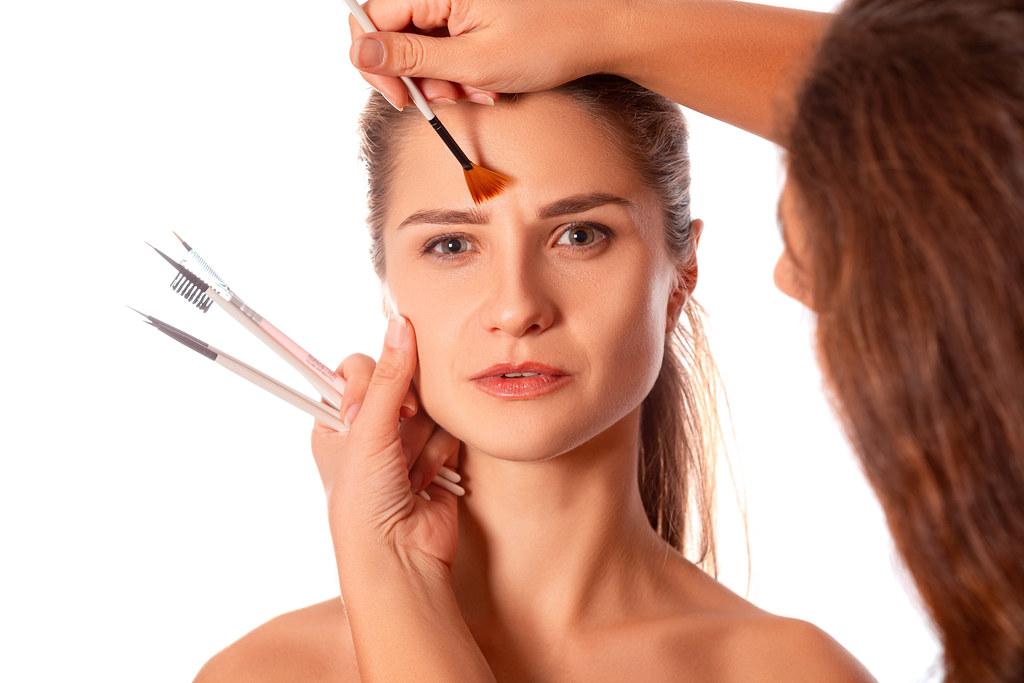 Makeup artist makes a girl\u0026#39;s makeup | Marco Verch is a Pro ...