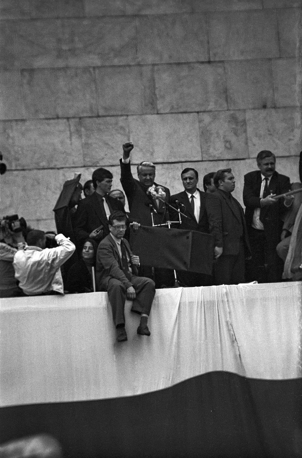 1991. Борис Николаевич Ельцин 22 августа на парапете Белого дома