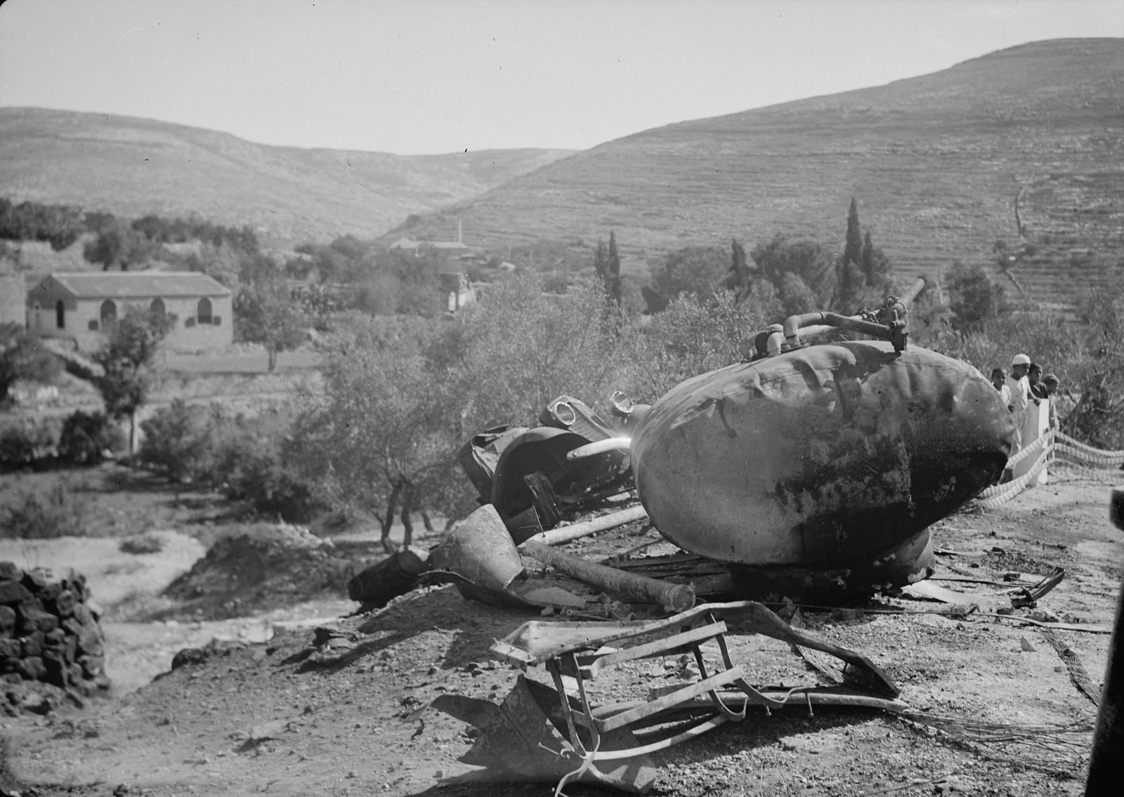 17. Цистерна с бензином компании Шелл уничтоженная при подрыве грузовика, 29 октября